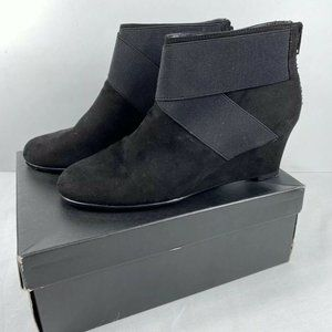 Woman's Suede Tahari BLACK  Zippered booties 8.5M